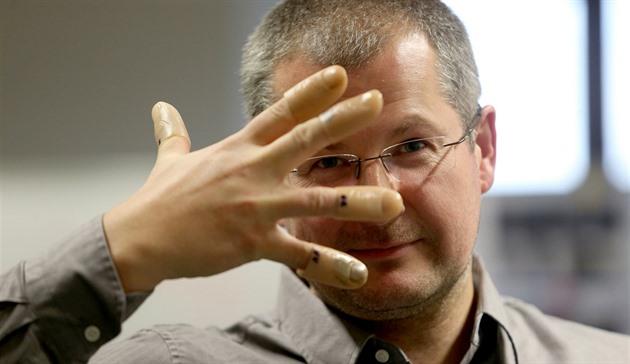 Otisky prstů jdou napodobit snadno
