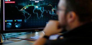 Hlídat kyberprostor chtějí i vojenští zpravodajci. Souhlas k zásahu by dával Metnar