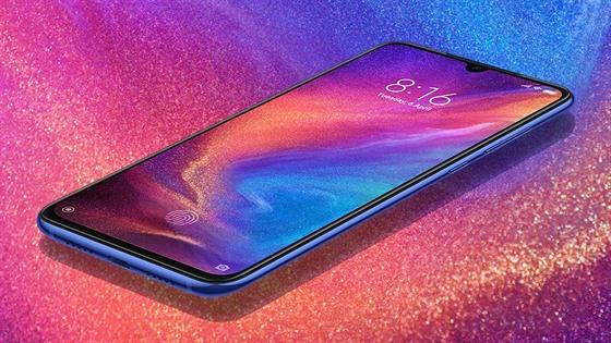Xiaomi Mi 9 míří do první ligy smartphonů s diskontní cenou a turbem