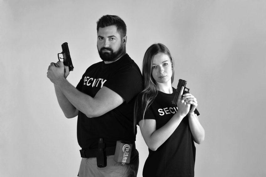 Právo bránit sebe i jiné za použití zbraně